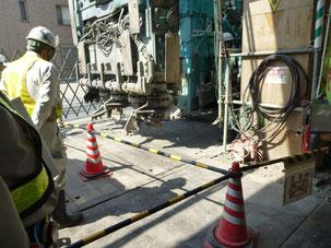 地下線路の側壁(深さ21メートル)掘削機