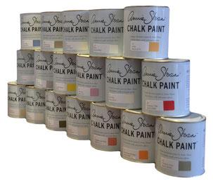 Hier werden aufeinandergestapelte Kreidefarbe Farbtöpfe als Shop Produkt präsentiert
