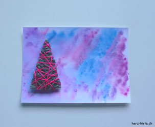 Weihnachtskarte selbermachen - DIY Karte mit Tannenbaum umwickelt mit Garn