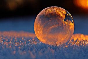 Gefrierende Seifenblase,  Bildquelle: Pixabay/rihaij