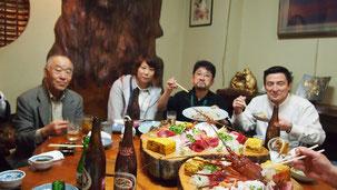 左から白木義夫OB(S30)、松川知華子OG(H18)、石川利明OB(S55)、富山監督