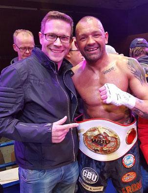 Dr. Pickert mit Christian Pawlak, Weltmeister 2016 im Supermittelgewicht (WBU)