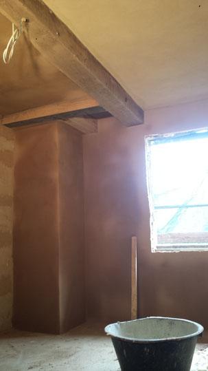 Raum mit zwei Handwerkern, Wände ohne Tapeten