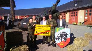 v.l. Hauptmann Vanessa Best, Herbert Kurz, Klaus Drumm, Oberstabsfeldwebel Michael Czernin, Margot Schillo.