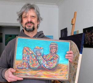 """Der Kunstmaler Willi Buesing in seinem Atelier mit dem wieder entdeckten Kunstwerk """"Chac Mool"""""""