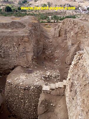 Раскопанная К. Кеньон круглая башня, 8 тыс. до н.э.