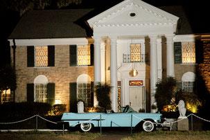 """Hier lebte der """"King"""": Graceland Mansion, das Wohnhaus von Elvis Presley in Memphis. Foto: PR/Memphis&Mississippi"""