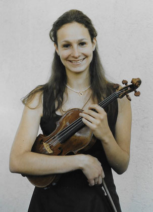 Elena Dereli - Geigerin, Diplom-Musiklehrerin