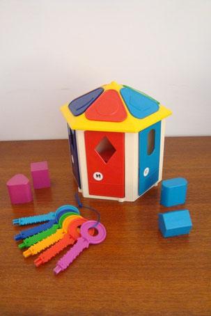 boîte à formes et clefs maison vintage