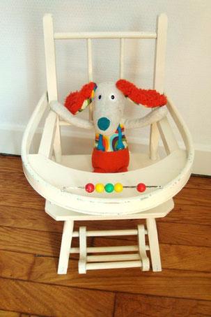 Chaise en bois pour poupée