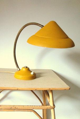 lampe soucoupe jaune en métal vintage