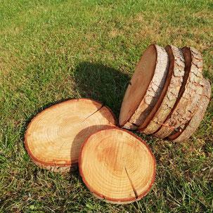 Baumscheibe als Tischdekoration oder Raumdeko für rustikale Dekoration