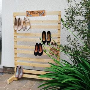 High Heel Garage aus Holz mit Schuhen drauf für HighHeel  Parking auf der Tanzfläche