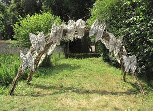 """"""" L'arche des papillons """"  Atelier Land art de Roman Gorski avec les enfants de l'association  """"La Source"""" - Villarceaux - juillet 2018"""
