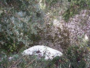 Die Mauerreste des Pozo de Nieve