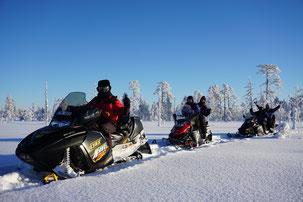 Schneemobile in schwedisch Lappland