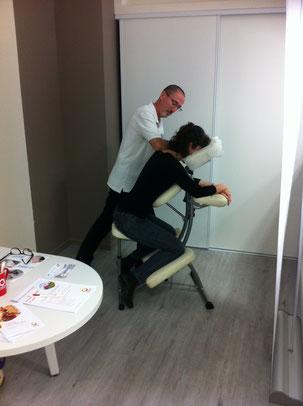 Massage assis au travail avec PRO-ZEN 66 Pyrénées Orientales