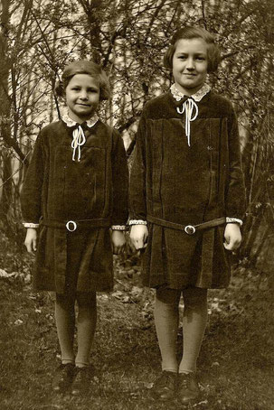 Meine Mutter li. mit  Schwester 1930, sie wurde 89.J.