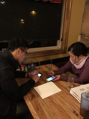 『ホピの予言』DVDブック編集チームのデザイン担当ノイ氏とフラッグスタッフ在住でイラスト担当のなよごんさん、初対面