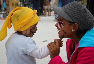Jugando el Carnaval de Negros y Blancos