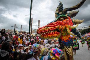 Desfile Magno Carnaval de negros y blancos
