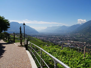Falknerpromenade Dorf Tirol Blick Meran