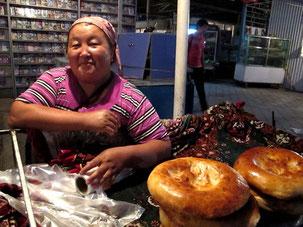 Brotverkäuferin am Abend