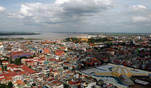 Vue sur Phnom Penh, marché central en jaune