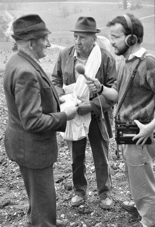 Antonius Fischer aus Isingheim (links) und Josef Schmitte, Bremscheid,  beim Interview 1988