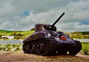 von dem Inferno übrig blieb dieser US Sherman-Panzer