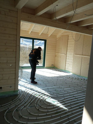 Kitting out an eco house with under floor heating at Stommel Haus