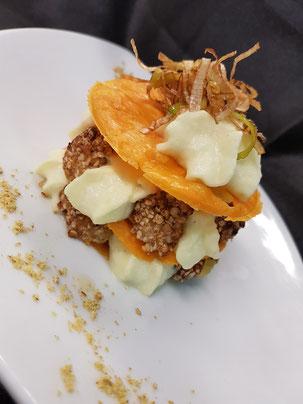 Tuile de mimolette d'isigny, Noix de Saint Jacques pannées aux graines de sarasin, chantilly parmentière avec poireaux de créances