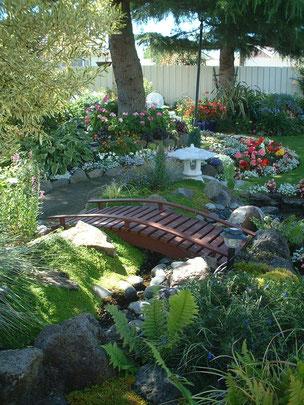 橋に灯籠 流れまで作ってある 日本庭園はニュージーランドでも大人気だ!!
