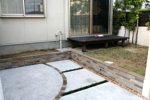 掘った部分はコンクリートで土間を作成