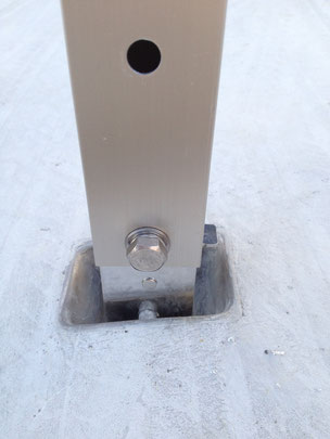 目皿に設置されたサポート柱
