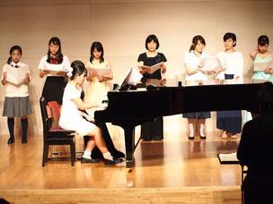 生徒さんの伴奏による合唱