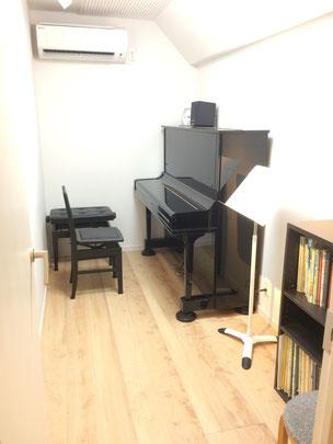 レッスン室B(アップライトピアノ)