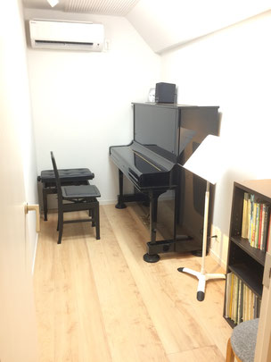 青葉台レッスン室B(アップライトピアノ)