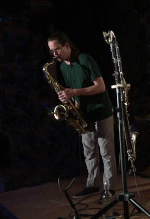 Rüdiger Scheipner Klarinette Klarinettist Bassklarinette Bassklarinettist Saxophon Saxophonist Jazz Konzert Duo Tarik Dosdogru Eigenkomposition Kammermusik Bahnhof Kettwig Alter Wartesaal