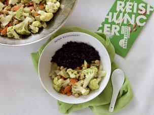 Grünes Curry mit Kichererbsen und schwarzem Reis