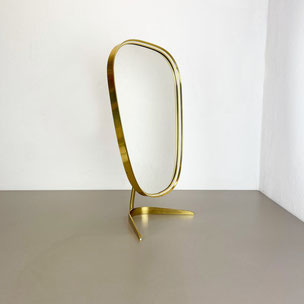 leather + brass magazine holder model 4019 Carl Auböck Austria | 1950s yourhomeplus yourhomeplus.de hollywood regency mid-century modern interior art design 60s 70s