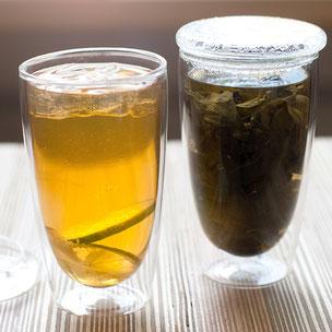 doppelwandiger Teetumbler aus Glas mit Deckel