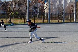 忙しい中、今日はKくんも参加。大人たちを本気にさせる投球を見せてくれました。