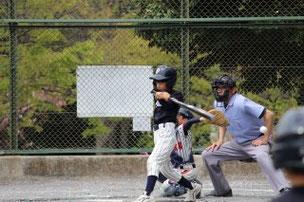 Aくん。良いスイングもありましたが、最後のは、キャッチャーミットに球が入ってから振っていたよ。