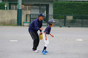 走塁を学ぶF君