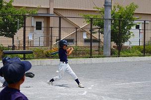 さあ、練習に戻りましょう。ASA君はスイングは良いですから、あとは球をよく見ることとタイミングですね。期待しています。