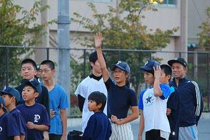 ベーラン対決。 話は変わりますが、選手の皆さん、授業では、このようにまっすぐに手をあげましょう。