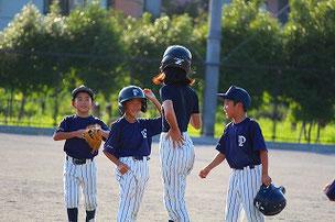 誰か代走に行け~!と言ったら、4人が2塁ベース上に・・・。そんなにいらないでしょうに・・・