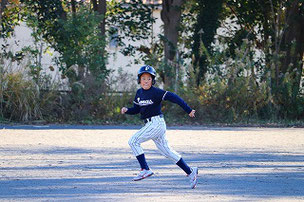 よーし、俺も走塁で良いところを見せるぞ! やべっ、キャッチャーに見つかった・・・・