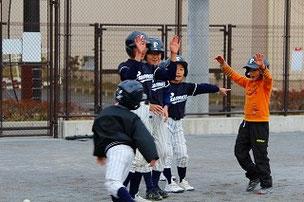 走塁&守備練習。今日はお友達が遊びに来てくれました。球が速いです。また来てね!待っています。